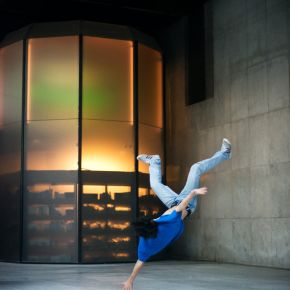 B-boying image
